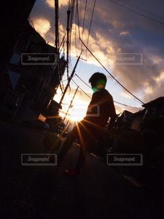 夕陽と息子の写真・画像素材[1292199]