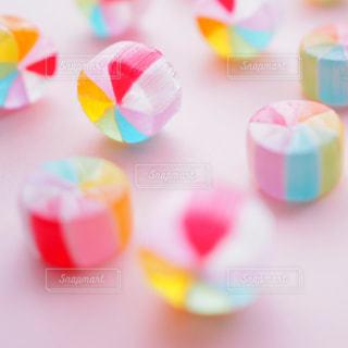カラフルなキャンディの写真・画像素材[2140693]