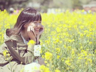 菜の花畑と満面の笑みの写真・画像素材[1261600]
