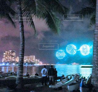 ハワイのマリーナからの花火の写真・画像素材[1323922]