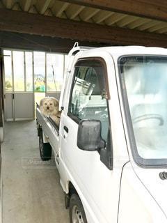 車の前にトラックを止めてください。の写真・画像素材[1697077]