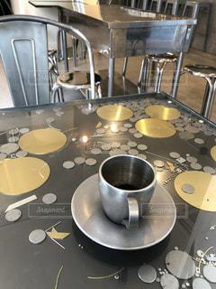すべてがメタリックなカフェの写真・画像素材[2259326]