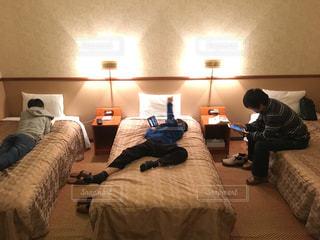 部屋,室内,休憩,ホテル,男の子,まったり