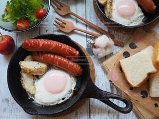 食べ物,おうちごはん,食事,朝食,朝ごはん,スキレット,おうちカフェ,ソーセージ,贅沢