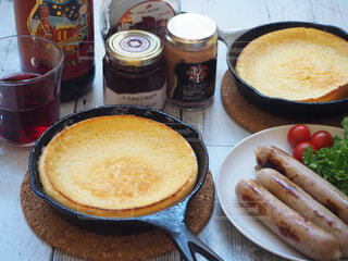 食べ物,おうちごはん,食事,朝食,料理,朝ごはん,スキレット,おうちカフェ,ソーセージ,ダッチベイビー,グリューワイン