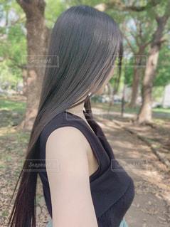 黒髪ロングヘアの女性の写真・画像素材[2476518]
