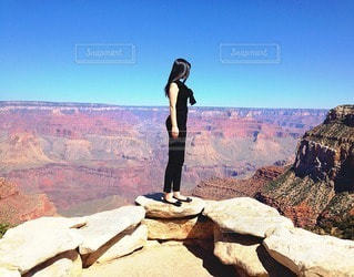 女性,ファッション,自然,風景,空,屋外,黒,アメリカ,山,人物,人,コーディネート,コーデ,ブラック,黒コーデ