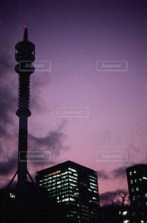 見上げた夕暮れの写真・画像素材[1242005]