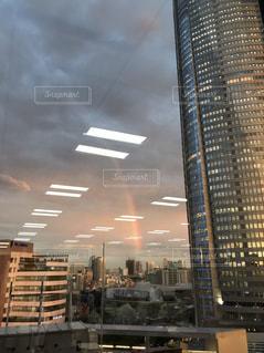 空,ビル,雨,傘,東京,夕暮れ,虹,オフィス,梅雨,6月,ビル群,夕立,インスタ映え