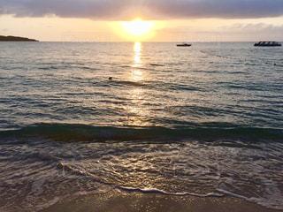 夕陽と水平線の写真・画像素材[1385233]