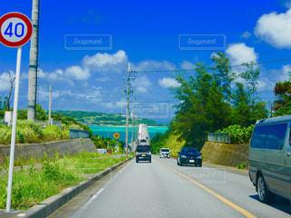 沖縄の大空と海と大橋の写真・画像素材[1424197]