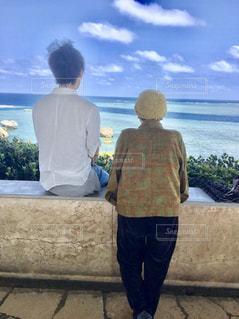 おばーと孫と海の写真・画像素材[1451662]