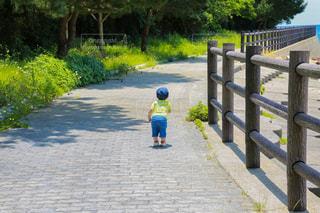 暑さに負けず遊ぶ息子の写真・画像素材[1326046]