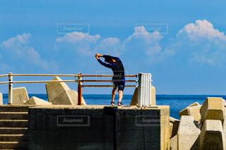 飛び込み前のストレッチ!の写真・画像素材[1385088]