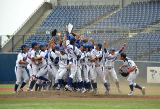 フィールドで野球選手のグループの写真・画像素材[1292484]