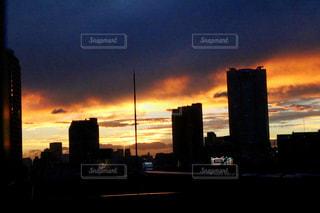 夕暮れ時の都市の景色の写真・画像素材[1247735]