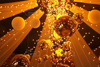部屋のクリスマス ツリーの写真・画像素材[1709465]