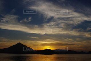 海,空,夕日,雲,夕暮れ,水面,山,景色,風,フォトジェニック