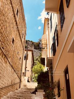 クロアチアの裏通りの写真・画像素材[1323711]