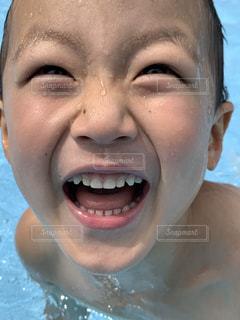 プールで笑顔の写真・画像素材[3633160]