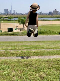 大きくジャンプの写真・画像素材[4412047]