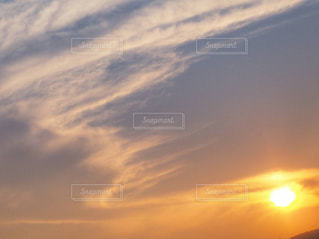 夕焼けにたなびく雲の写真・画像素材[1861145]