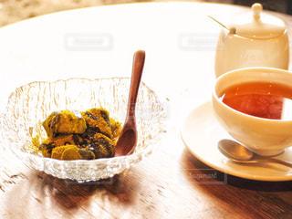 陽光の中のお茶の写真・画像素材[2252282]