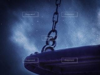 星空に浮かぶブランコの写真・画像素材[3584284]