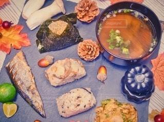 秋のおむすび定食風夕飯の写真・画像素材[3781252]
