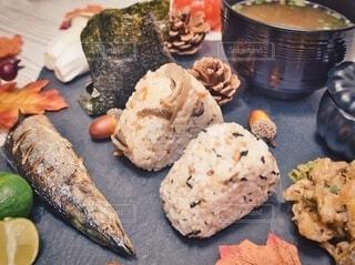 秋のおむすび定食風夕飯の写真・画像素材[3781253]