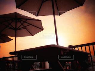 夕暮れのカフェテラスの写真・画像素材[4415173]