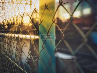 朝陽と電車の写真・画像素材[4417662]
