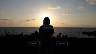 女性,海,空,夕日,きれい,夕焼け,沖縄,女の人