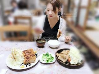 女性,食事,皿,人,定食,夕飯,女の人,夜ご飯,河口湖町