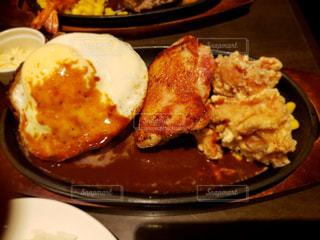 食べ物,ディナー,屋内,東京,皿,レストラン,肉,料理,夕食,チキン,夕飯,プレート