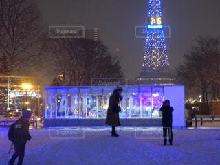 建物,冬,夜,雪,屋外,白,北海道,樹木,イルミネーション,人物,札幌,明るい,ホワイト,冷,スケート リンク,人の