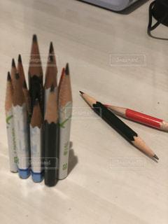 テーブルの上の鉛筆の写真・画像素材[1309009]