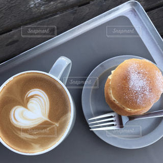 食べ物,コーヒー,ハート,カップ,ラテアート,ドーナツ,コーヒー カップ