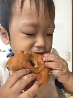 食べ物,子供,ドーナッツ,食欲,食いしん坊,食べ盛り,食欲の秋
