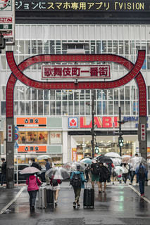 雨,傘,東京,街,都会,新宿,繁華街,梅雨,歌舞伎町