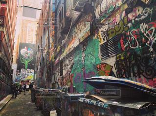 街の通りは多くの落書きでいっぱいの写真・画像素材[1259044]