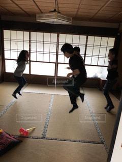 真似っこ遊び☆ジャンプの写真・画像素材[1339408]