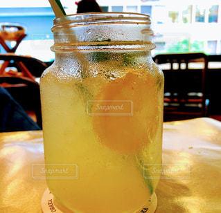 飲み物,屋内,ジュース,黄色,お店,レモン