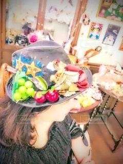 女性,屋内,帽子,小物,テーブル,飾り,おしゃれ,ファンシー