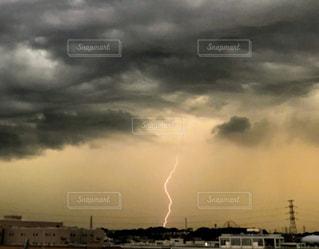 アーチ雲と落雷の写真・画像素材[2262018]