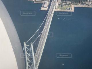 機窓から明石海峡大橋の写真・画像素材[2818604]