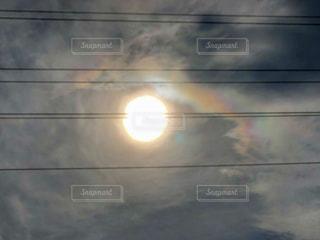空,屋外,太陽,光,電線,彩雲,クラウド,串刺し,音符のソ