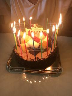 キャンドルとバースデー ケーキの写真・画像素材[1262394]