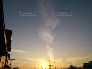 街に沈む夕日と雲の写真・画像素材[1269876]