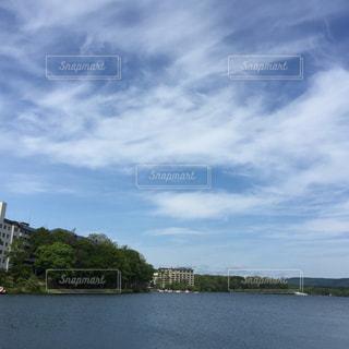 水の体の上の橋の写真・画像素材[1403929]